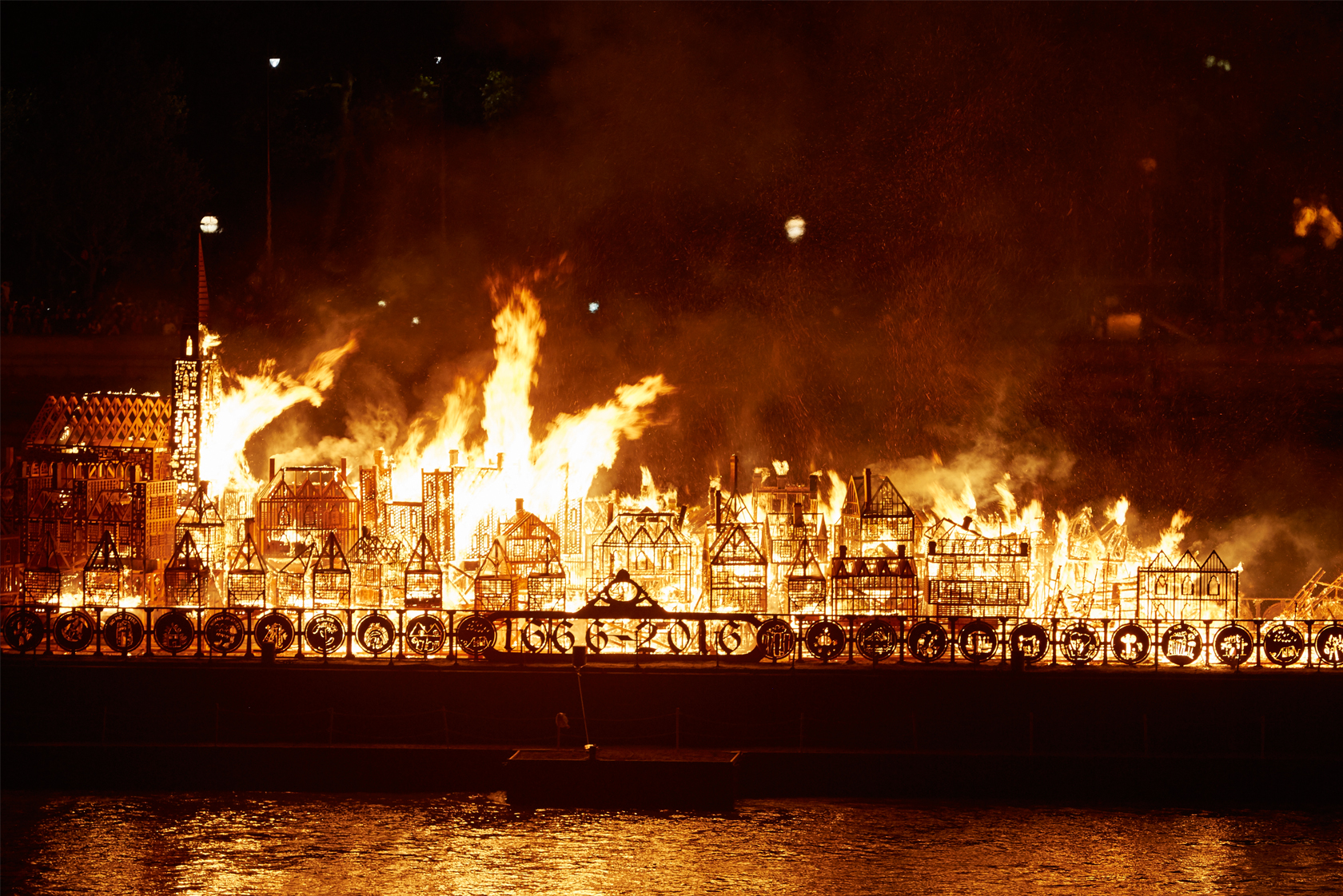 London 1666 wooden structure engulfed in flames